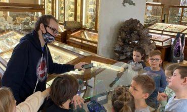 """Экскурсия """"В гостях у хозяйки Медной горы"""" в Минералогическом музее, 7-9 лет"""